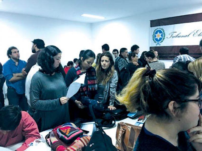 Desde hoy serán cargadas en el sistema las listas oficializadas por las autoridades electorales.