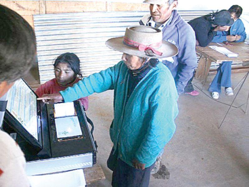El sistema de validación biométrica será obligatorio para electores de localidades fronterizas de seis de las 10 provincias del NOA-NEA.