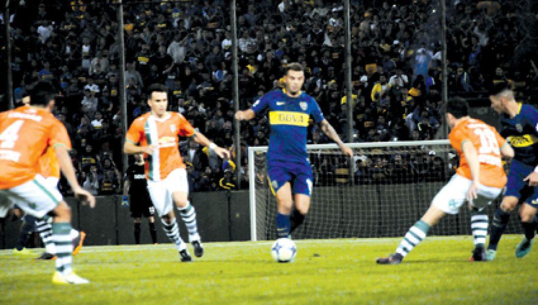 El colombiano Cardona volvió a ser determinante en el último amistoso del Xeneize. El lunes debuta en la Copa  ante el Albo en Formosa.