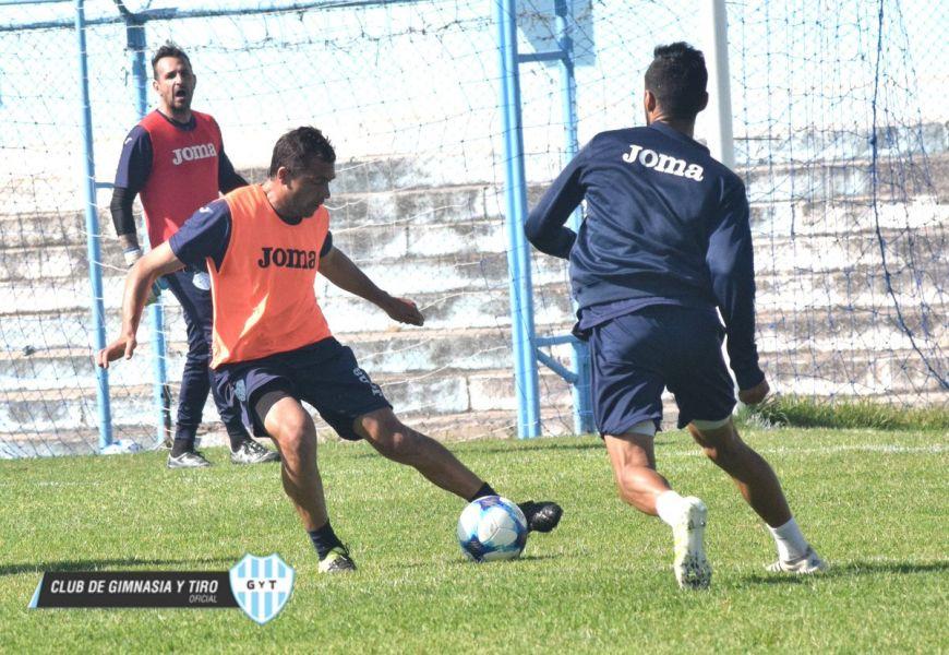 """Luciano Palos formó parte del once titular en la última práctica de fútbol previo al duelo con el """"Xeneize"""". Foto: GyT Oficial"""