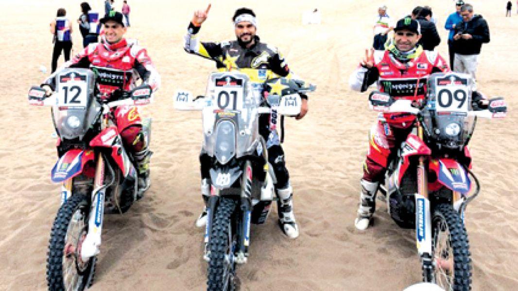 El chileno Pablo Quintanilla al centro, ganó el Atacama Rally, secundado por el salteño Kevin Benavides (12) y el portugués Goncalves (09).