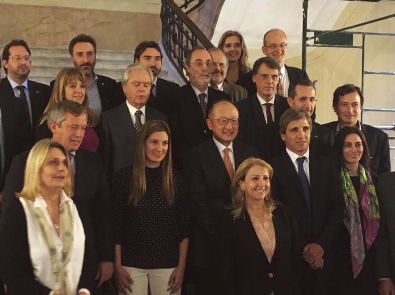 Jim Yong Kim con legisladores nacionales, entre ellos el salteño Pablo Kosiner.