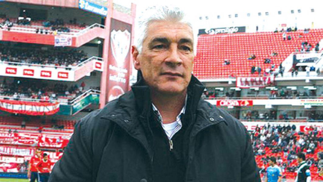 El entrenador Omar De Felippe asume en Velez.