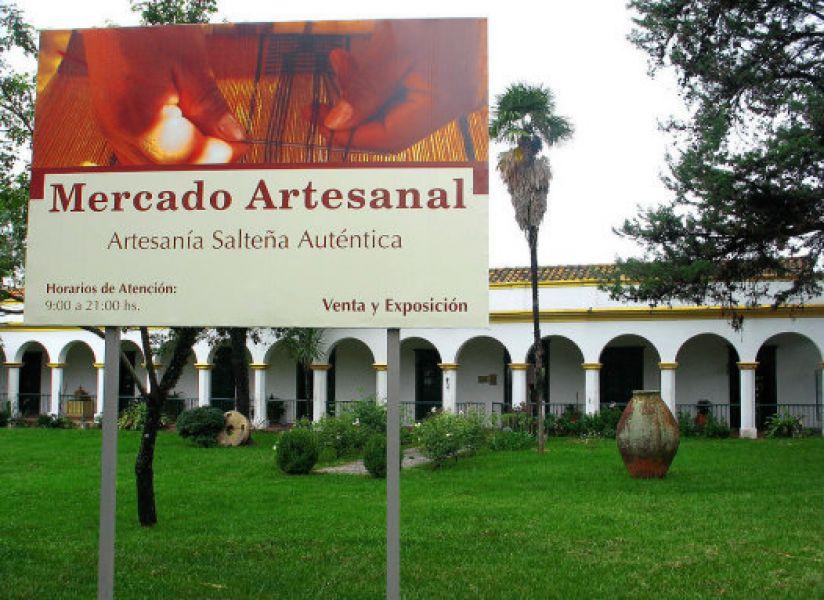 Los artesanos amanecieron hoy con la incertidumbre de que por refacciones desde noviembre cierra el Mercado Artesanal por dos años.