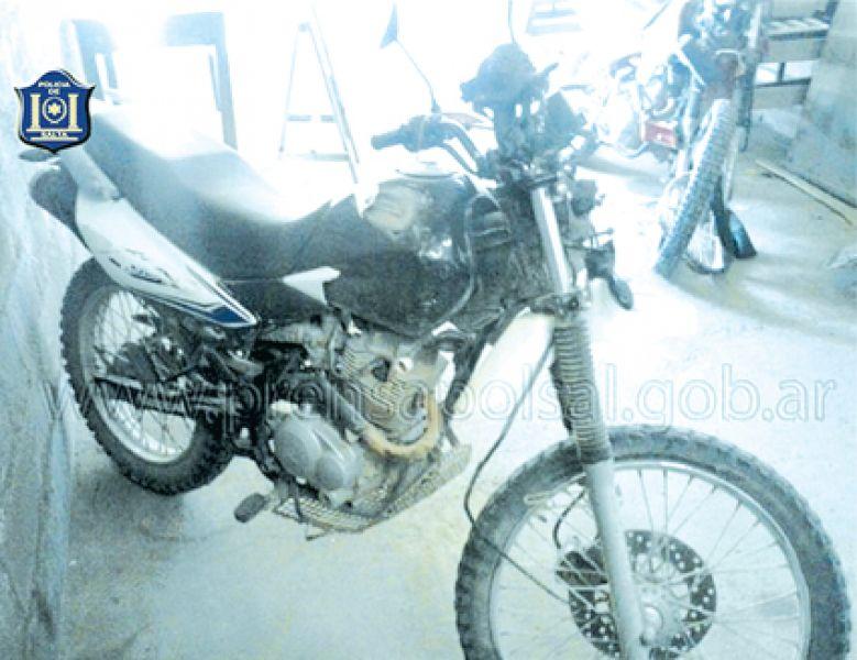Dos motociclistas chocaron y uno quedó uno de ellos mal herido