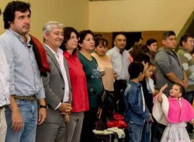 Los candidatos de Cambiemos Salta, De los Ríos, Grande y Vega, infiltrados en un Encuentro de Danza y Malambo en Moldes.