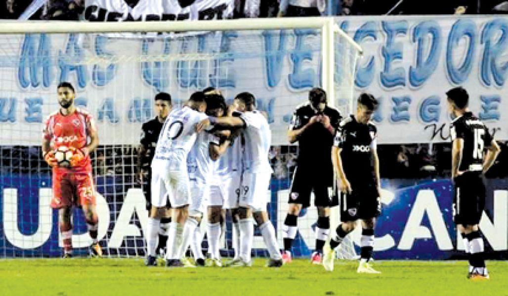 Esta noche en Avellaneda, se define el primer clasificado a cuartos de final de la Sudamericana. Y será argentino: Independiente o Atlético Tucumán.