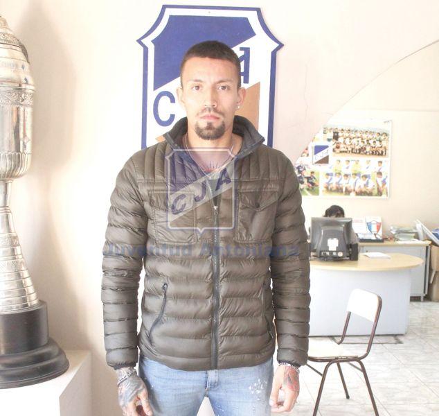 """El defensor Adrián Reta, el último refuerzo para el """"Santo"""". Gentileza: Los Santos CJA"""