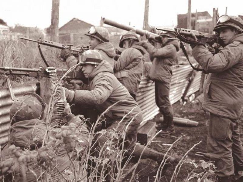 Junto a los combatientes en Malvinas en el continente hubo soldados que defendieron la soberanía.