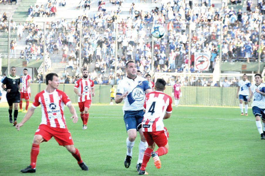 Leandro Zárate será titular esta tarde.
