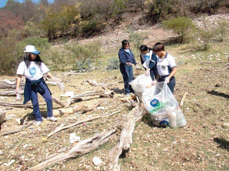 Del total de la basura levantada en la jornada de limpieza en el Dique, el 90% eran residuos plásticos.