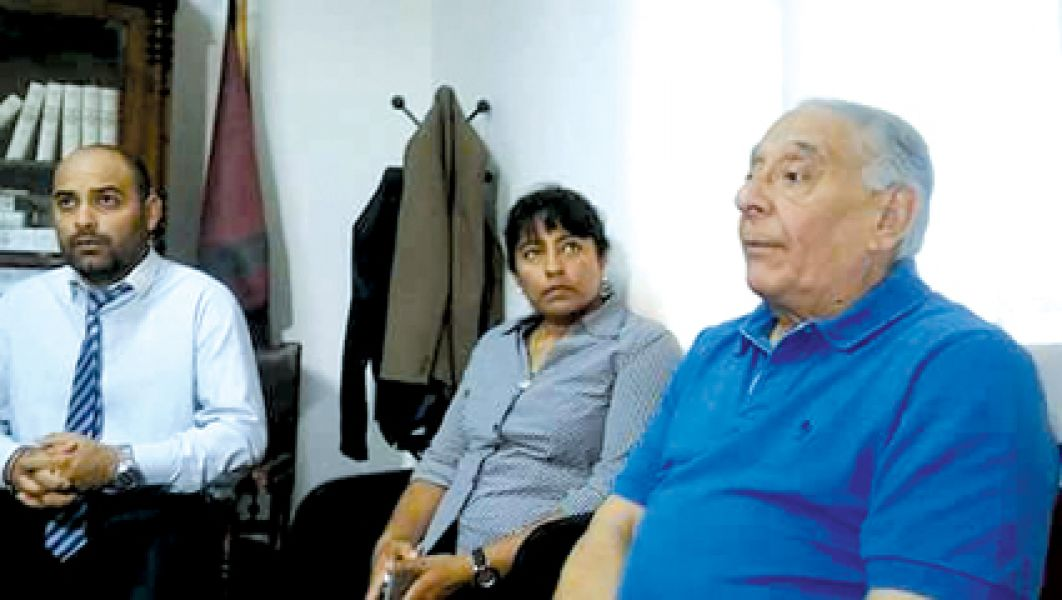 El juez Guzmán, la concejal Montenegro y el diputado Sández en el despacho del magistrado.