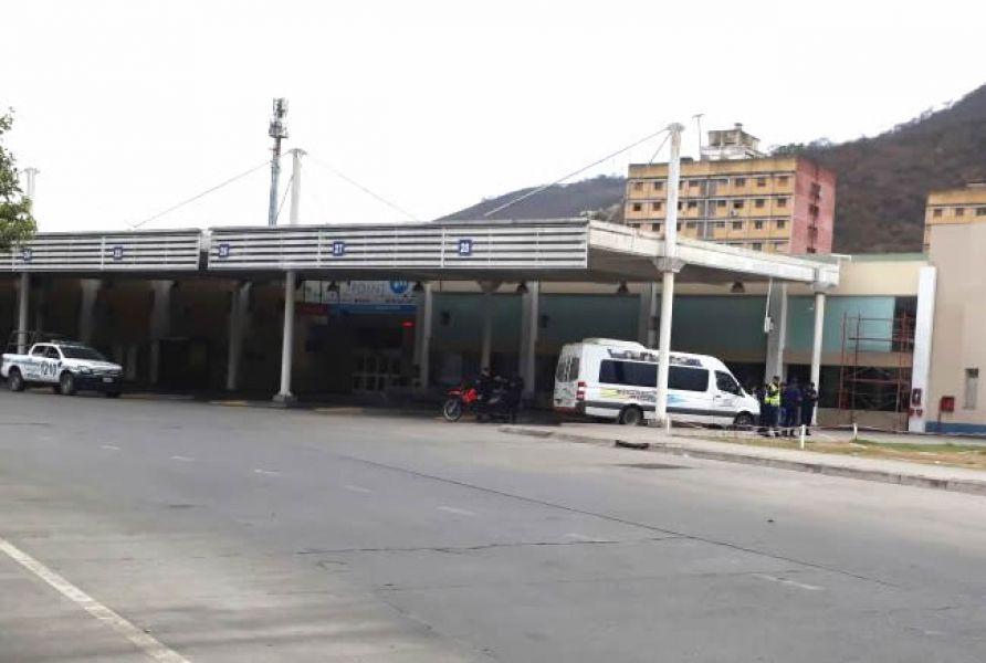 Por las amenazas de bomba, la terminal fue totalmente evacuada. Los autores están identificados y son jóvenes estudiantes mayores de edad.