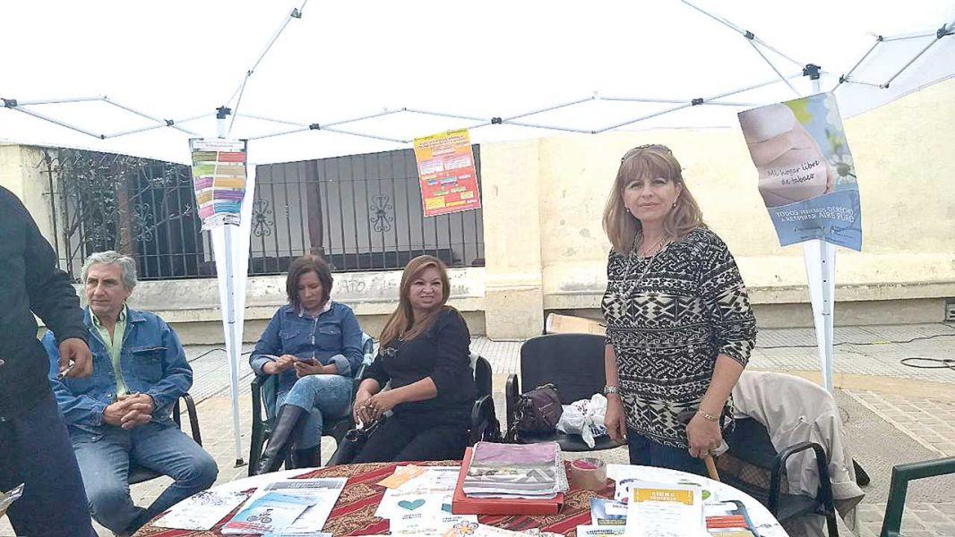 La Secretaría de Salud Mental dispone de una carpa informativa en Plazoleta 4 Siglos donde la  gente puede consultar sobre las enfermedades.