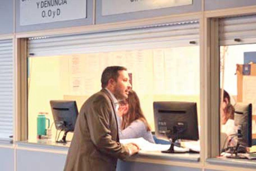 El abogado denunciante Pablo Ibáñez, quien el jueves pasado fue agredido a la salida de una emisora radial de Joaquín V. González.