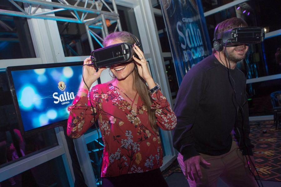 En el stand de Cerveza Salta se puede probar el juego de realidad virtual en el cual se deben tomar decisiones responsables para ganar.
