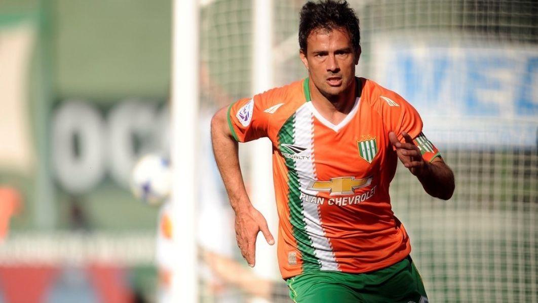 En Núñex quieren al ex Boca como socio de Scocco.