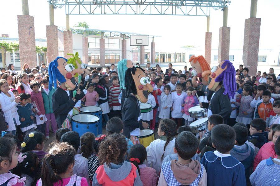Los alumnos se interesaron junto a Bernardito y Petronilo en ser promotores para no dañar árboles  ni arrojar basura en la vía pública.