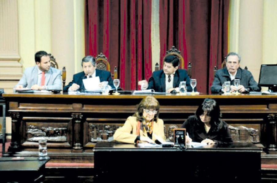 La sesión fue presidida por el senador Jorge Soto (La Viña-PJ).