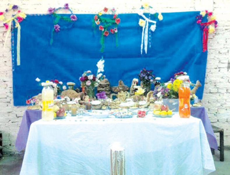 La mesa en honor de las almas se sirve con los gustos de los difuntos.