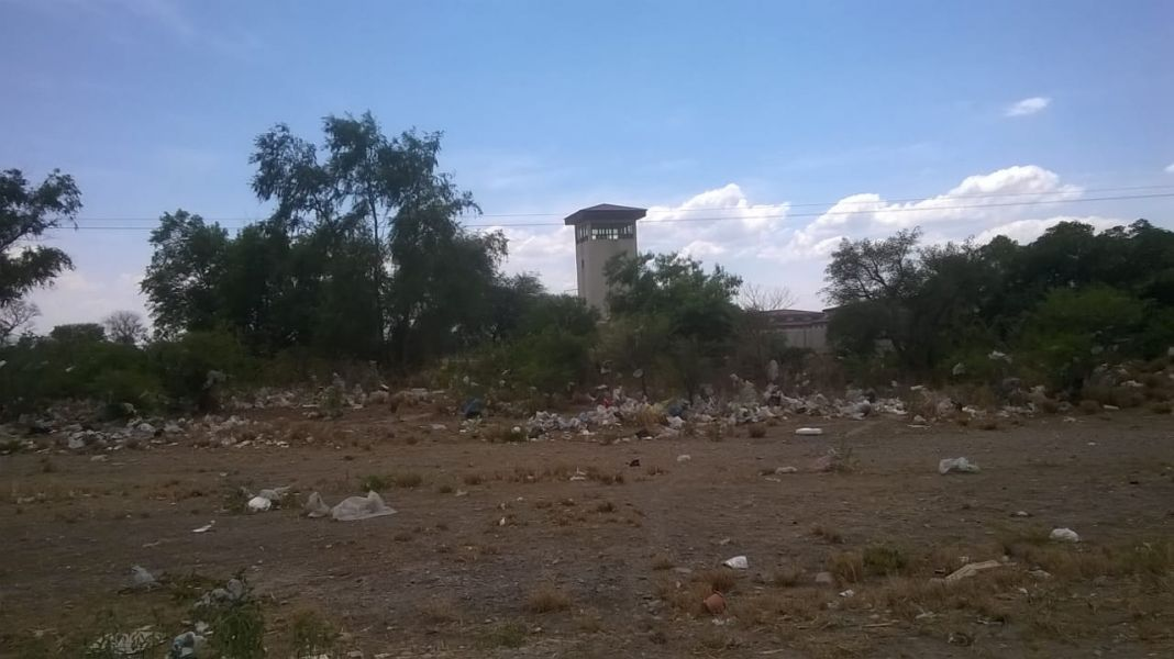 El basural colinda con el Complejo Penitenciario Federal