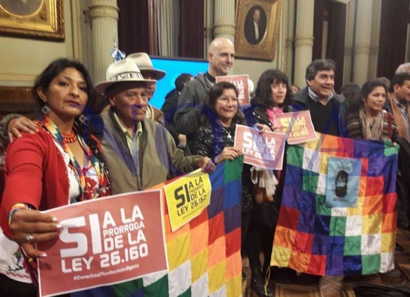 Comunidades que llevan adelante un acampe frente al Congreso de la Nación no se irán hasta que la ley no sea promulgada.