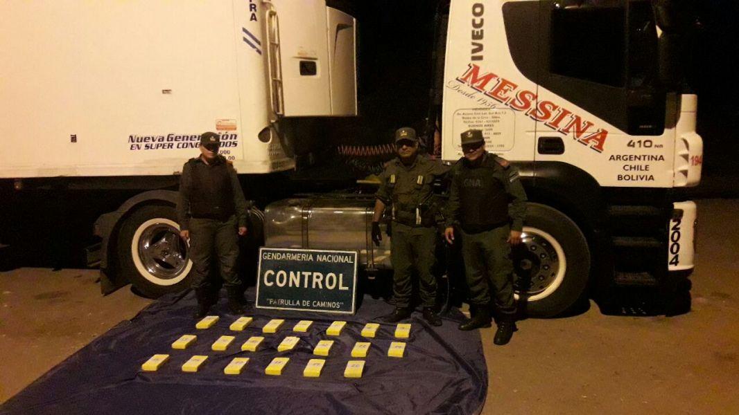 La droga estaba escondida en paredes internas del camión que transportaba choclo-