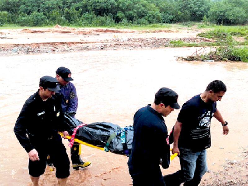 Fuerzas de Bolivia y Argentina colaboraron en el rescate de las víctimas del temporal en la frontera.
