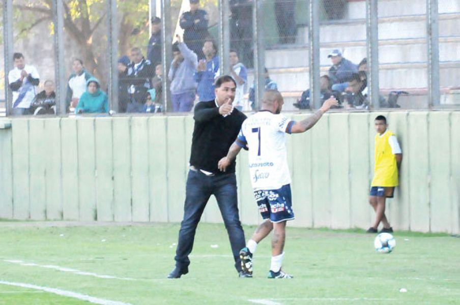 Víctor Nazareno Godoy apuntó a sus jugadores.