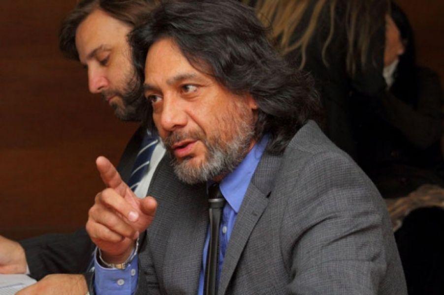 El fiscal Carlos Amad, dio una versión sobre un confuso episodio ocurrido en los pasillos del juzgado.