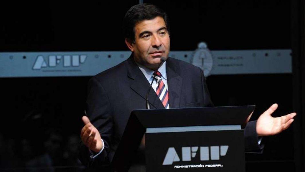 Ricardo Echegaray, ex titular de AFIP en problemas judiciales por sobreprecios en el contrato de una firma de limpieza.