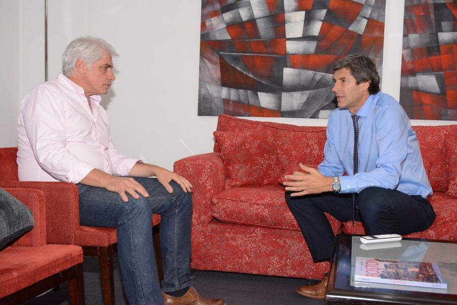 Pablo Outes y Fernando Yarade iniciaron ayer una ronda de diálogo con vistas a una futura reunión entre el gobernador Urtubey y el intendente Sáenz.