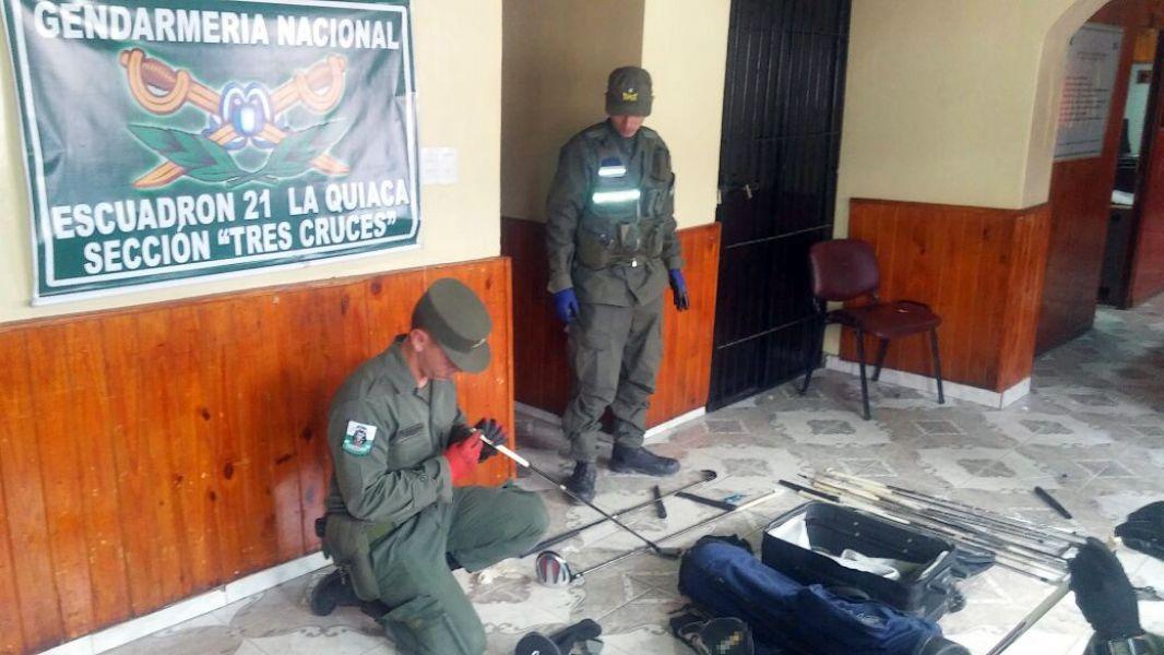 Los gendarmes encontraron droga oculta en palos de gol en un control preventivo en Jujuy.