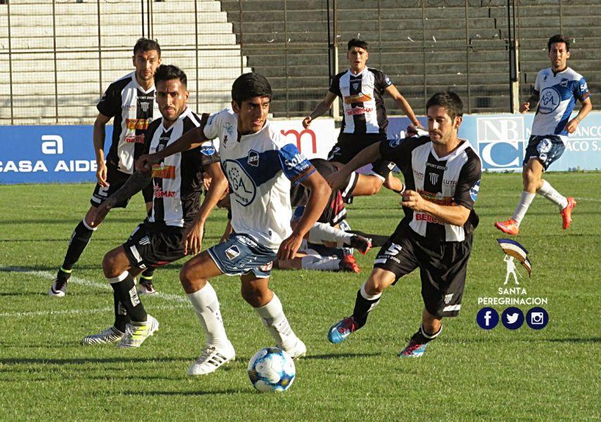 Ricardo Gómez fue titular contra el equipo chaqueño. Foto: Santa Peregrinación.
