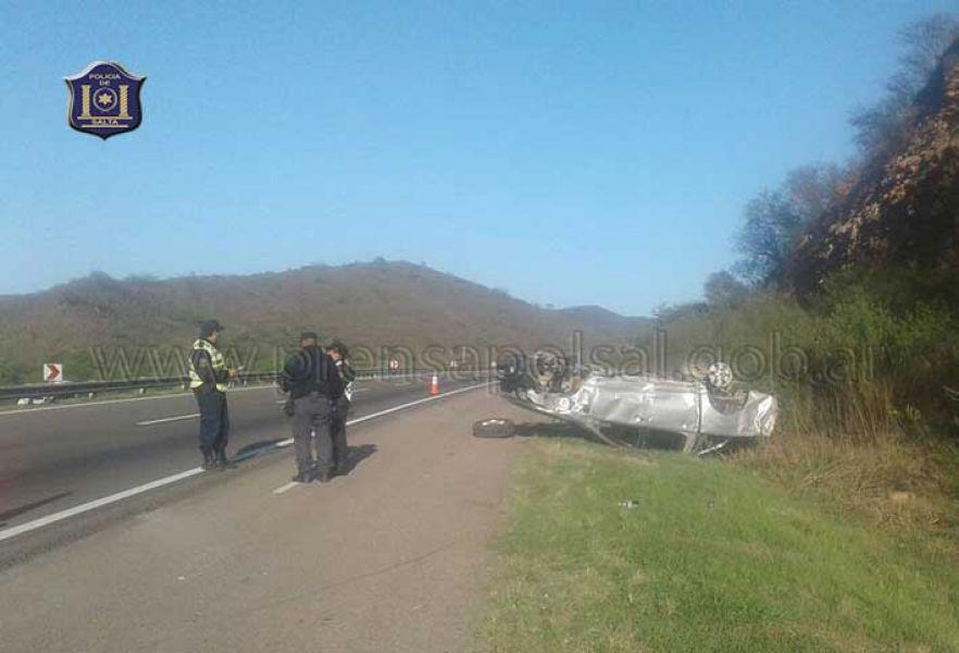 El vuelco cerca del ex peaje de  Aunor, provocó la muerte de un menor y heridas varias en el conductor y otros tres pasajeros.