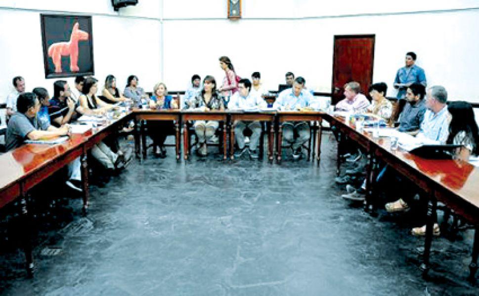 Reunión conjunta de ediles de dos comisiones en el Concejo Deliberante.