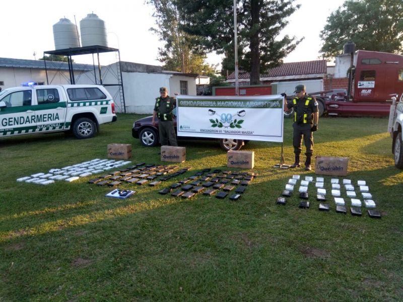 El detenido por tráfico de drogas resultó ser un sargento de la policía quien fue atrapado transportando varios kilos de cocaína.