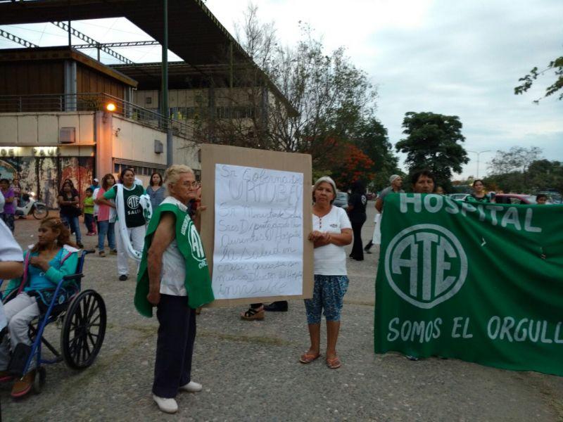 Hubo manifestación en reclamo de respuestas a Salud Pública, en San Ramón de la Nueva Orán.