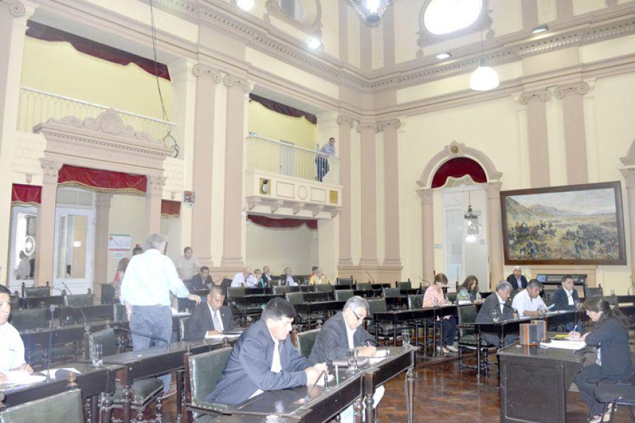 La última sesión del Senado previo al recambio legislativo. Se despidieron los que finalizan su mandato y llegan los nuevos legisladores.