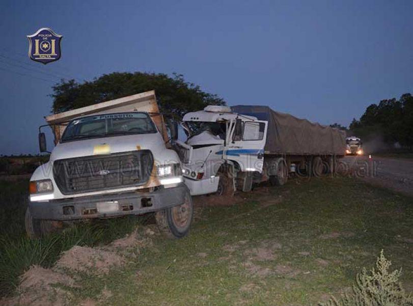 El camionero que resultó lesionado por el choque estaba estacionado esperando una carga.