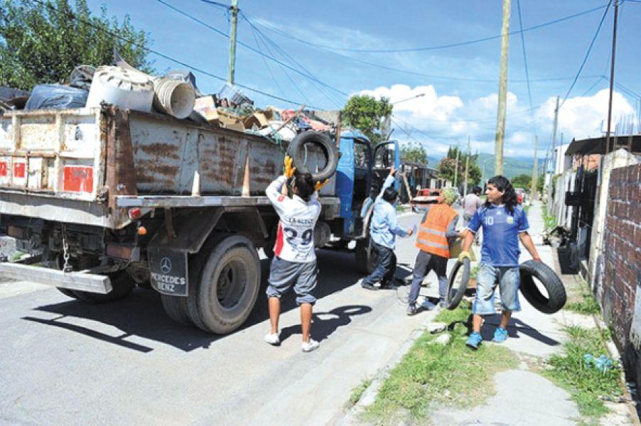 Seis camiones trabajarán en los barrios del sudeste capitalino.