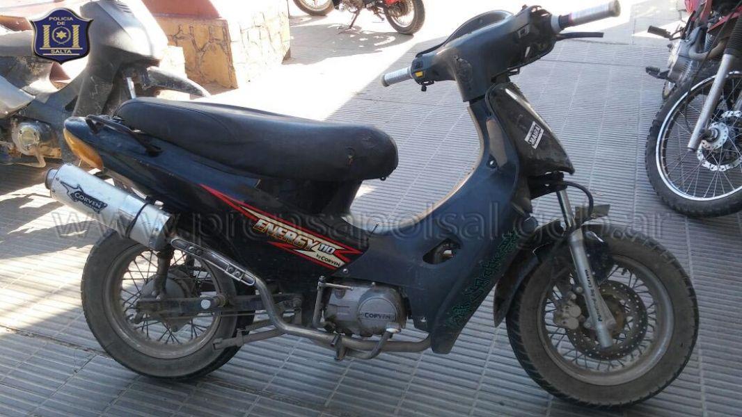 Se atrapó a un motochorro y se le secuestró la motocicleta.