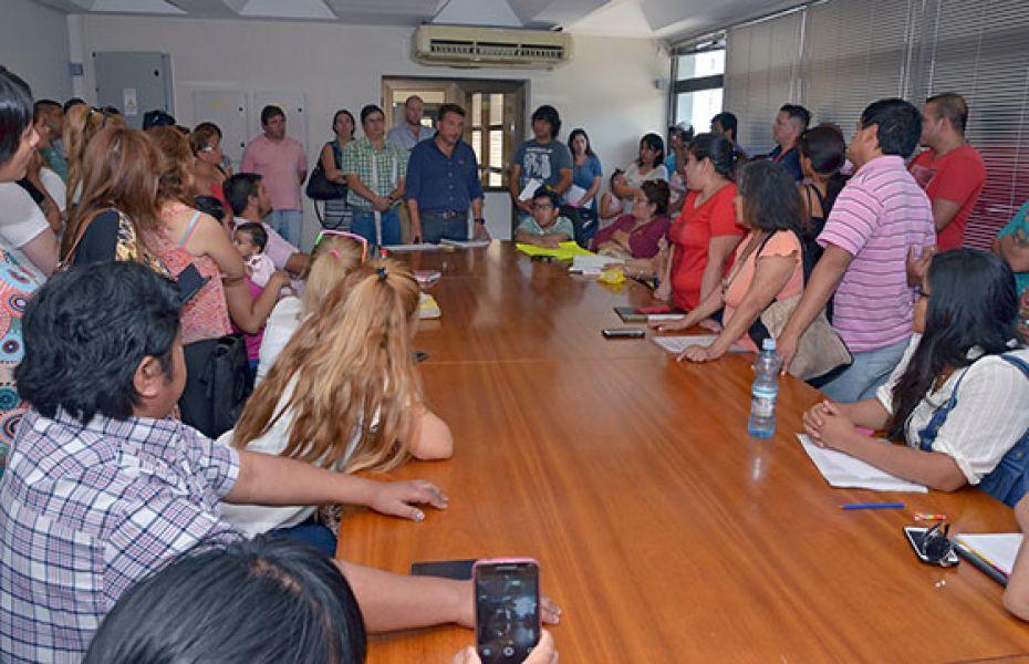 La reunión se realizó con aproximadamente 50 preadjudicatarios de las 1049 viviendas.