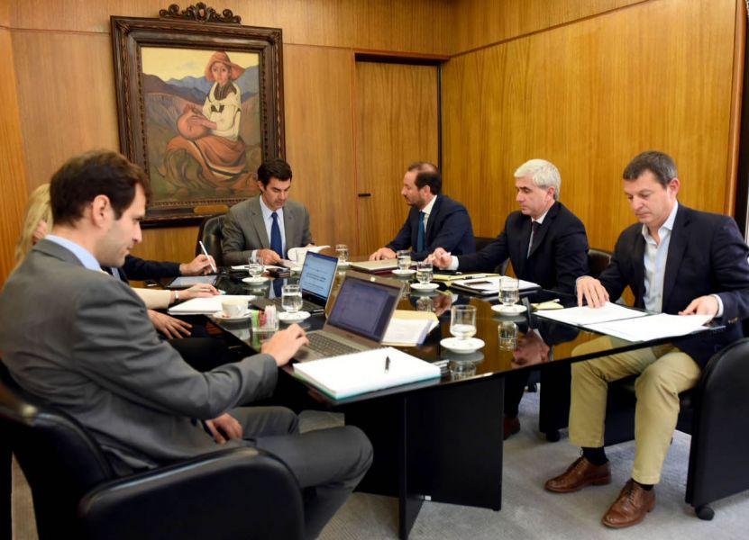 Urtubey con su gabinete. Desde Nación se propuso avanzar sobre la homogeneización de alícuotas.