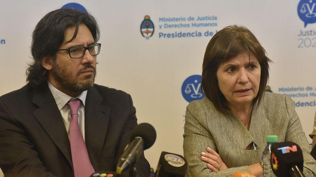 """Los ministros de Justicia y Seguridad de la Nación, dijeron que """"no habrá diálogo con los mapuches"""" y advirtieron a quienes """"violen la ley""""."""