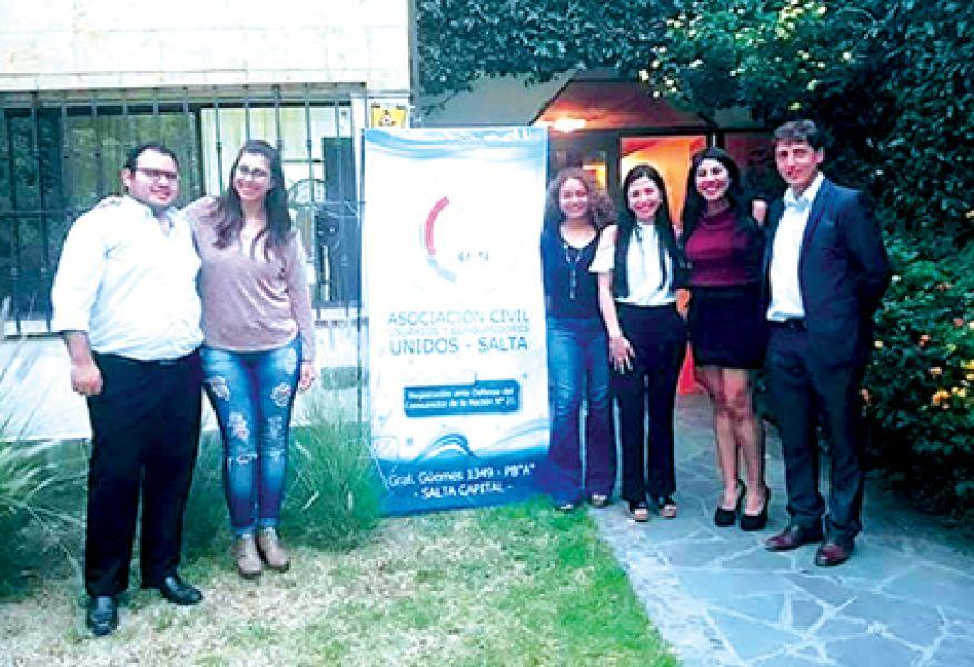 Miembros de la Asociación Civil, Usuarios y Consumidores Unidos (UCU) una nueva ONG que defenderá a consumidores.