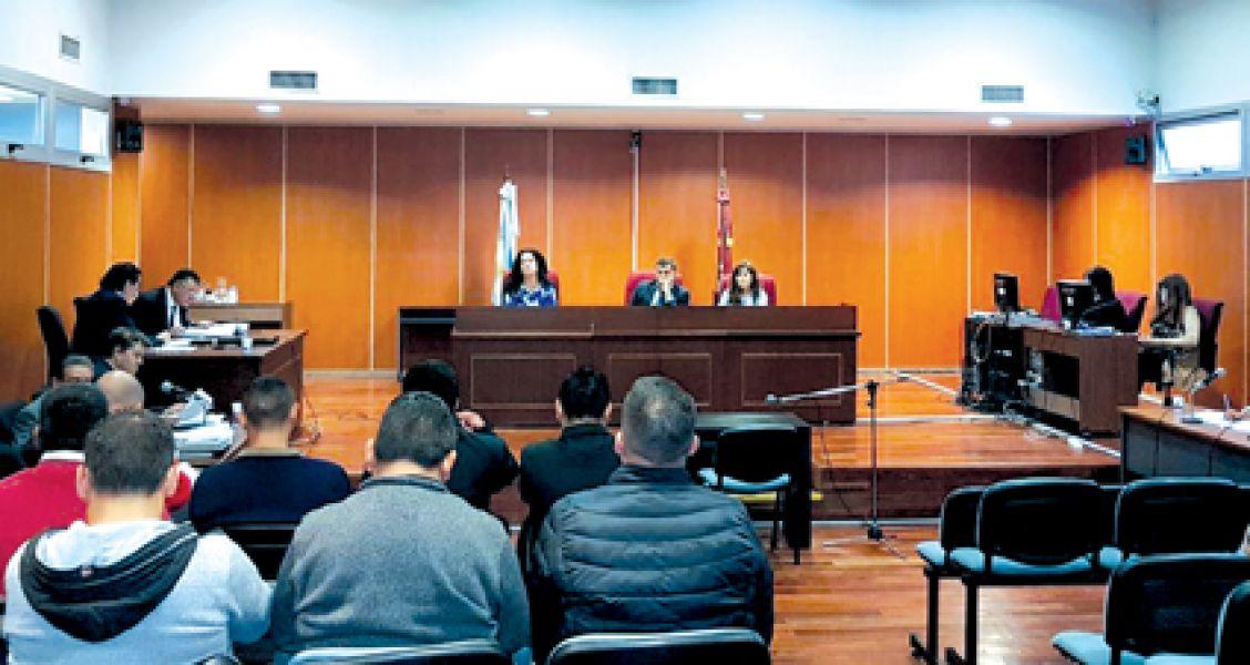 El Tribunal de la Sala III absolvió por el beneficio de la duda a los 14 policías acusados de vejaciones a un jóven.