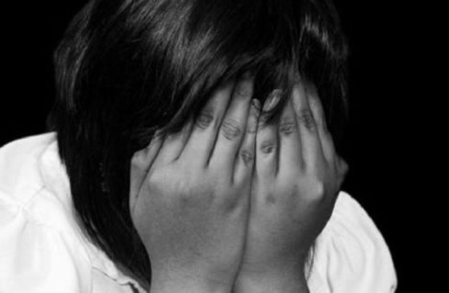 La madre descubrió el abuso al revisar el celular de su marido y encontró fotografías de su hija desnuda.