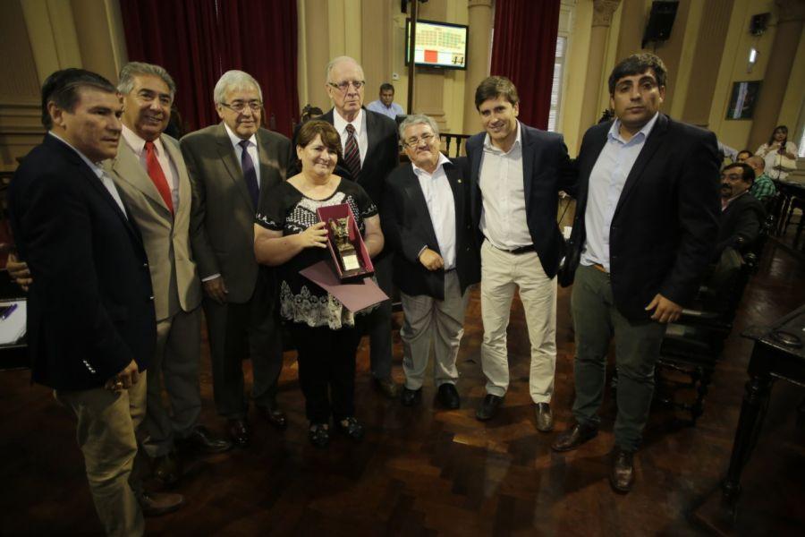 Cristina Exeni de la ONG de Padres Niños Discapacitados, Vivir y Amar con Esperanza (VYACE). recibió una distinción.