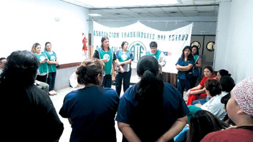 """Los enfermeros ven que en este contexto de """"achique"""" corren riesgo de quedarse sin trabajo a partir del primero de enero."""
